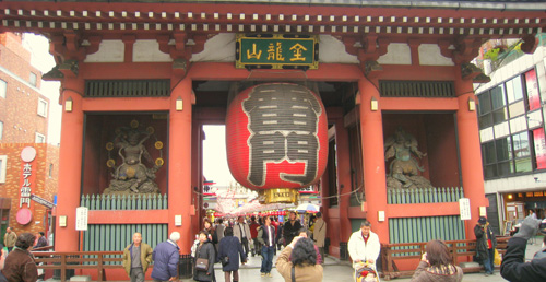 "The Kaminarimon or Thunder Gate at the Sensoji Temple - ""Kaminarimon (outer gate), Sensoji Temple, Akakusa, Tokyo"" by Daderot - Own work. Licensed under Public Domain via Commons - https://commons.wikimedia.org/wiki/File:Kaminarimon_(outer_gate),_Sensoji_Temple,_Akakusa,_Tokyo.jpg#/media/File:Kaminarimon_(outer_gate),_Sensoji_Temple,_Akakusa,_Tokyo.jpg"