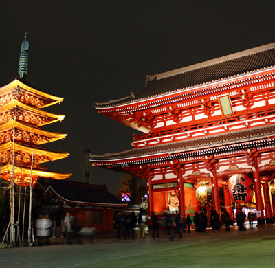"Sensoji Temple at night - ""Sensoji at night 5"" by Kakidai - Own work. Licensed under CC BY-SA 3.0 via Commons - https://commons.wikimedia.org/wiki/File:Sensoji_at_night_5.JPG#/media/File:Sensoji_at_night_5.JPG"